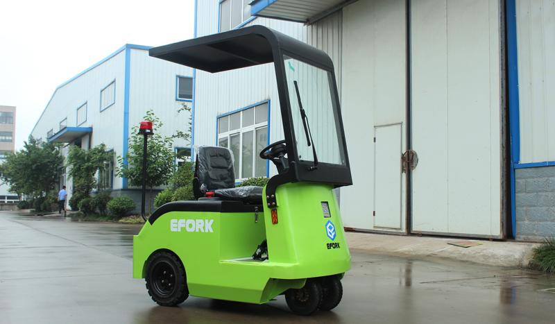 室外用小型电动牵引车加装雨棚雨刮系统