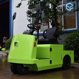 绿色站驾式新万博平台牵引车